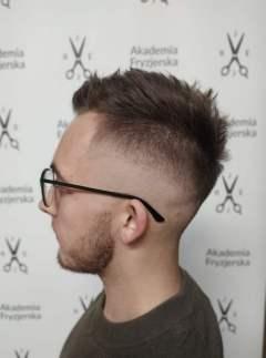 Salon-fryzjerski-Akademia-Fryzjerska-Bilgoraj-strzyzenie-meskie11