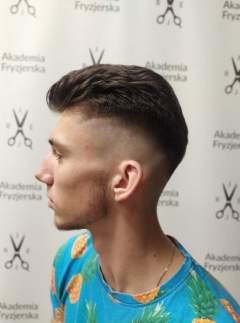 Salon-fryzjerski-Akademia-Fryzjerska-Bilgoraj-strzyzenie-meskie12